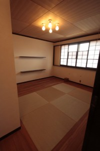 琉球畳の和室と無垢床材