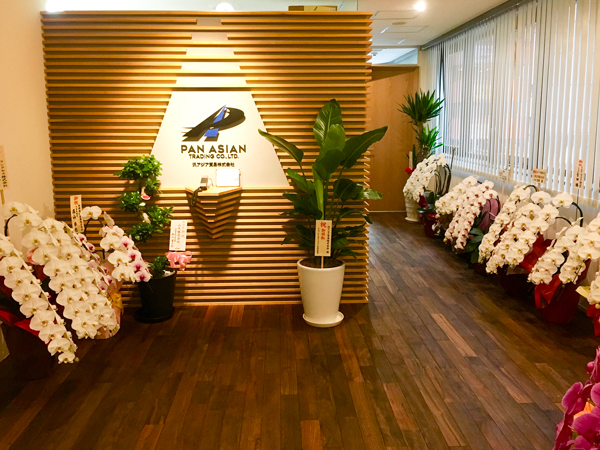 アジアンウォールナットを施工したオフィス